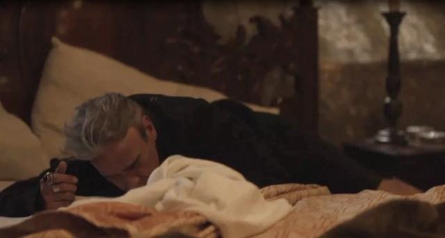 Tolo, Otávio não imagina que a intenção de Catarina é envenená-lo (Foto: TV Globo)