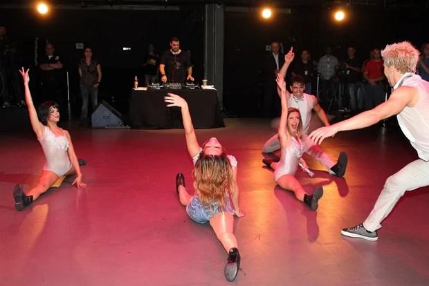 Wanessa e dançarinas fazem espacate (Foto: Celso Tavares/Divulgação)