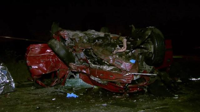 Carro ficou destruído em acidente em Guarulhos (Foto: Reprodução/TV Globo)