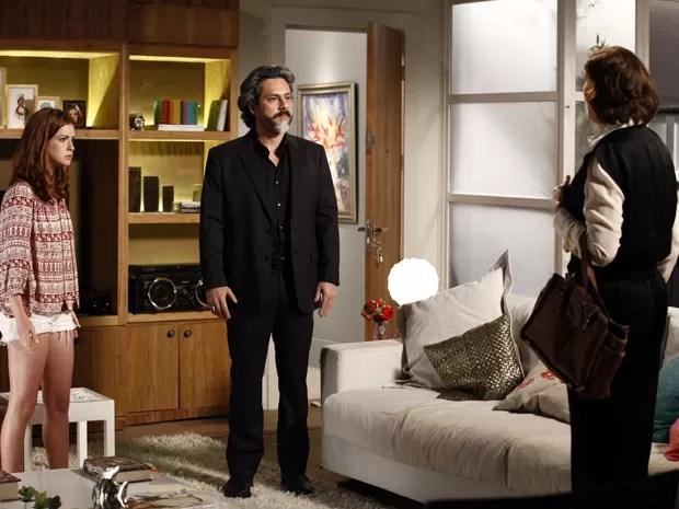 Zé fica assustado com as palavras da esposa (Foto: Inácio Moraes/TV Globo)