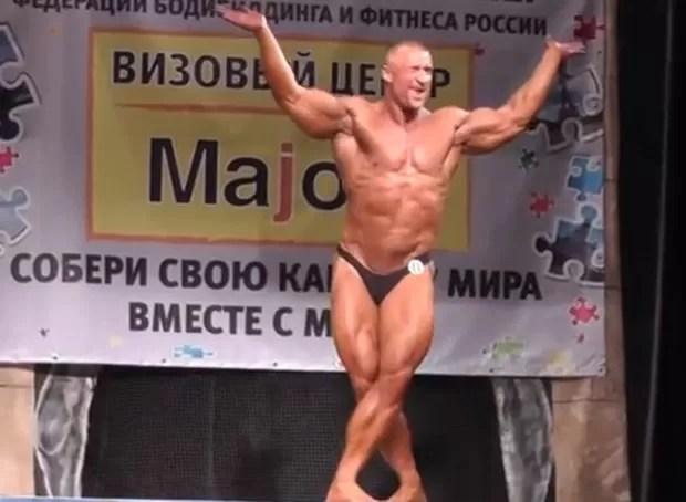 O fisiculturista Vadim Skornyakov fez todos caírem na gargalhada diante de seu show de dança  (Foto: Reprodução/YouTube/Nicholas Semeshkin)