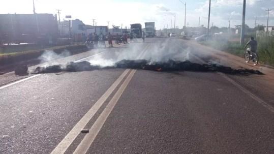 Km 247 da BR-10, em Imperatriz, foi interditado na tarde desta segunda (21) (Foto: Divulgação/PRF)