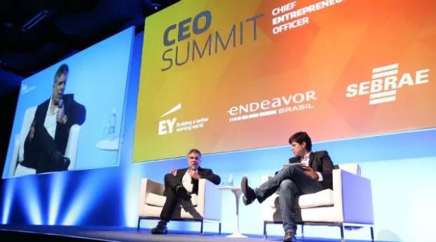 Flávio Rocha, da Riachuello, e Frederico Trajano, do Magazine Luiza, durante o CEO Summit (Foto: Divulgação/Endeavor)