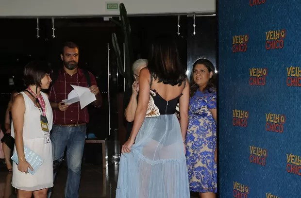 Carol Castro com transparência e vestido Gucci (Foto: Marcos Serra Lima/EGO)