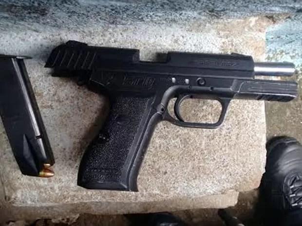Arma foi apreendida durante operação no Morro dos Macacos, Rio (Foto: Divulgação/ Polícia Militar)