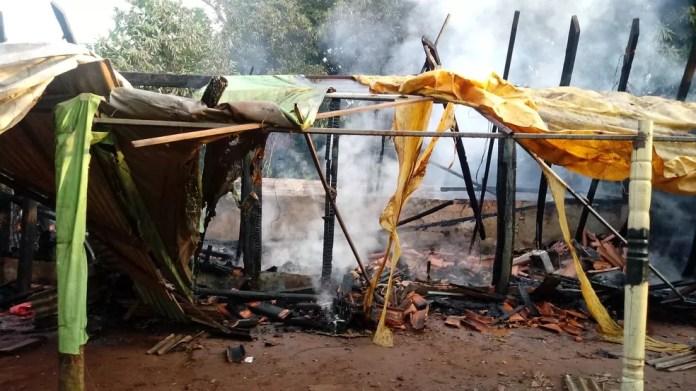 Casa foi completamente destruída em incêndio — Foto: Divulgação/Corpo de Bombeiros