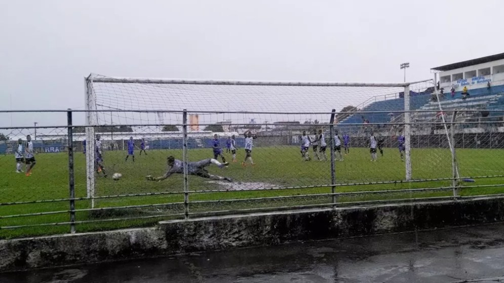 Um dos gols do Penarol no duelo contra o Nacional, nesta terça, no estádio Floro de Mendonça, em Itacoatiara (Foto: Juka Bala/Penarol)