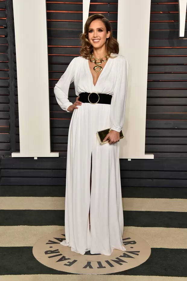 Jessica Alba na festa da Vanity Fair pós-Oscar (Foto: AFP)