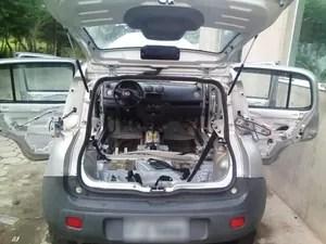 Carro ficou destruído após atolar em praia de Peruíbe (Foto: Guilherme Akagui/Arquivo Pessoal)