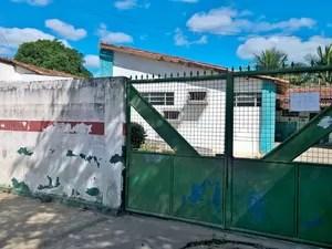 Posto de saúde onde bebê morreu, em Feira de Santana (Foto: Ed Santos/Acorda Cidade)