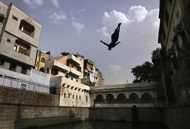 Temperatura alcançou os 45º C em Nova Délhi. (Foto: Adnan Abidi/Reuters)