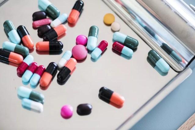 Um dos principais tratamentos para a leishmaniose, por exemplo, é feito com uma substância chamada antimoniato, que mata o protozoário causador da infecção. — Foto: Unsplash
