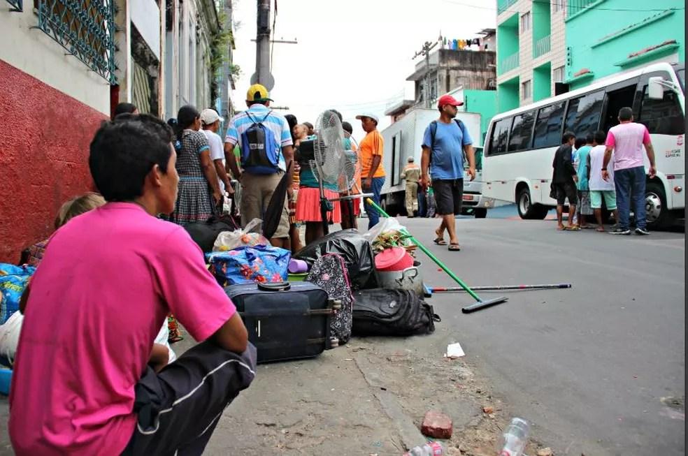 Indígenas venezuelanos estavam morando em cortiços no Centro de Manaus (Foto: Adneison Severiano/G1 AM)
