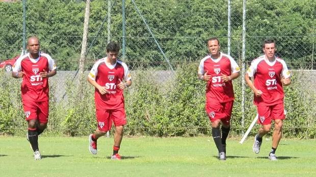 Jogadores do São Paulo fazem treino físico no CT de Cotia (Foto: Carlos Augusto Ferrari / Globoesporte.com)