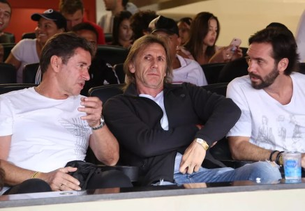 Ricardo Gareca (centro), técnico da seleção do Peru, esteve no Morumbi vendo Cueva em ação pelo São Paulo (Foto: Rubens Chiri / saopaulofc.net)