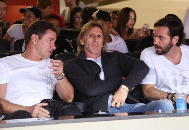 Ricardo Gareca (ao centro), técnico da seleção do Peru, esteve no Morumbi vendo Cueva em ação pelo São Paulo (Foto: Rubens Chiri / saopaulofc.net)