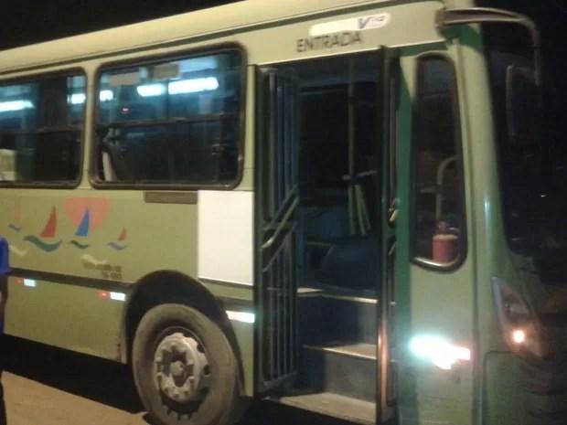 Passageiros se desesperaram e  tentaram pular do ônibus em movimento no MA (Foto: Divulgação/ Polícia Militar)