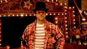 Benjamim trabalha no circo Esperança com o pai Valdemar. Eles formam a dupla de palhaços Pangaré & Puro Sangue e fazem a alegria da plateia. Mas Benjamin anda triste, pensando em abandonar o circo. Seu pai e amigos lamentam, mas entendem que ele precisa encontrar seu caminho, recuperar a graça perdida e correr atrás de seus sonhos.