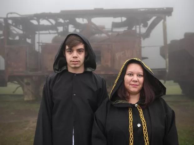 Participantes do encontro de bruxas (Foto: Glauco Araújo/G1)