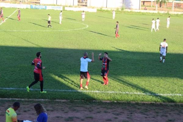 Marco Aurélio marcou dois gols na partida contra o GEC (Foto: Júnior Freitas)