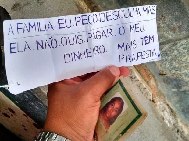 Bilhete foi encontrado preso ao pé de uma das mulheres mortas na Bahia (Foto: Site São Gonçalo Agora)