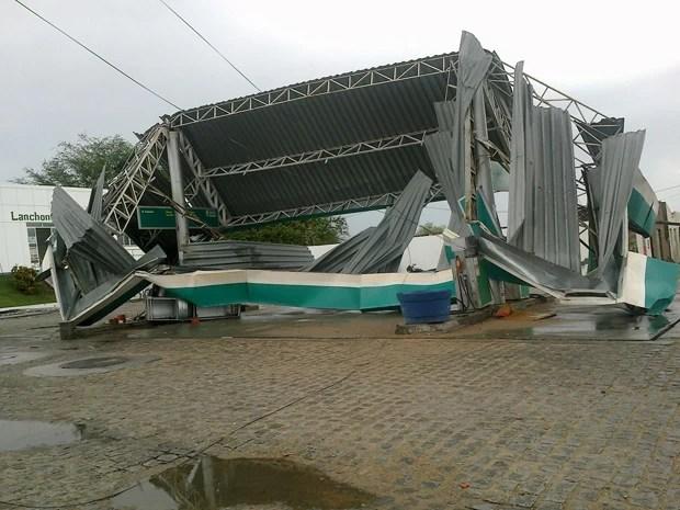 Posto de combustível é destruído por temporal após chuva em Gavião (Foto: Jorgeane Santos/Arquivo Pessoal)