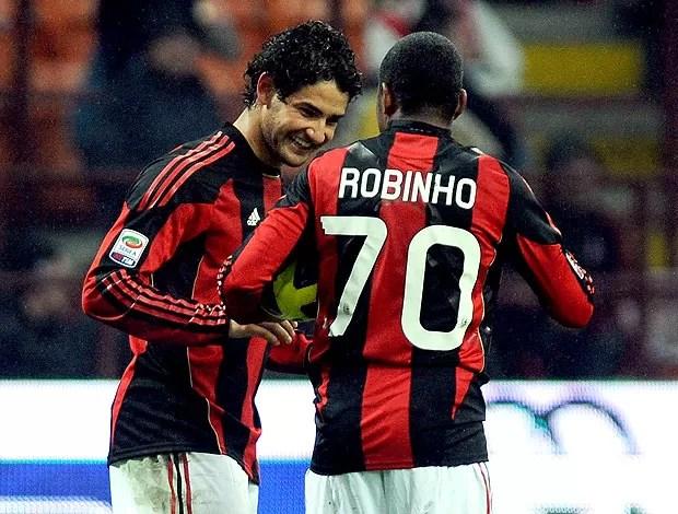 Pato e Robinho comemoram gol do Milan contra o Udinese (Foto: Getty Images)