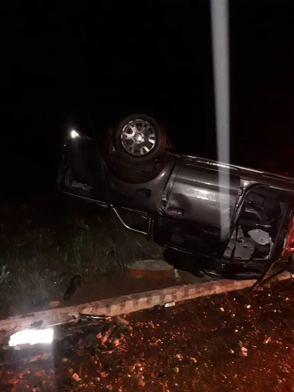 Idoso e mulher ficaram feridos em acidente na região de Babaçulândia — Foto: Divulgação/Bombeiros