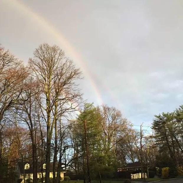 Amanda Curtis registrou bela imagem de arco-íris em NY (Foto: Amanda Curtis/AP)