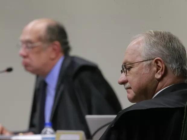 O ministro do STF, Luiz Edson Fachin (relator da Lava Jato)(d), tendo ao fundo o ministro Gilmar Mendes (e), durante sessão da segunda turma do Supremo Tribunal Federal que julga pedido de habeas corpus de José Dirceu