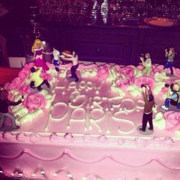 Bolo de aniversario de Paris Hilton  (Foto: Instagram/Reprodução)