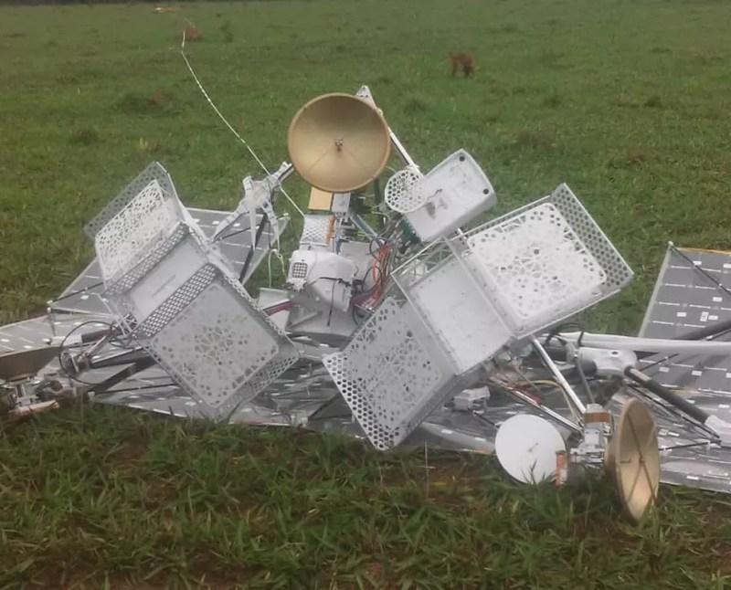 Balão satélite do Google responsável por levar internet cai em propriedade rural de Paraíso das Águas (MS). — Foto: BNC Notícias/Foto