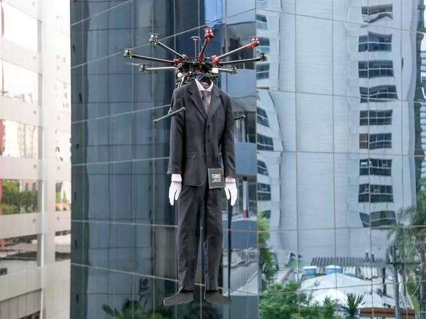 Ação da Colombo usou drones com manequins (Foto: Colombo/Divulgação)
