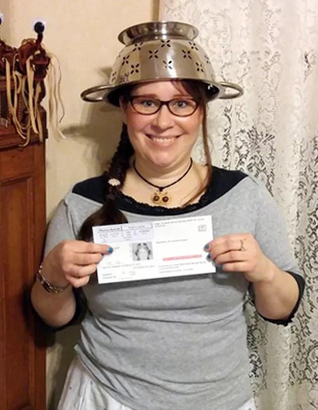 Lindsay Miller diz seguir 'Igreja do Monstro de Espaguete Voador' (Foto: Darrick Fauvel/AP)