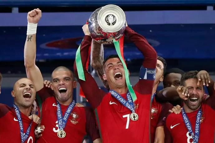 Pepe Cristiano Ronaldo Portugal campeão eurocopa (Foto: Reuters)