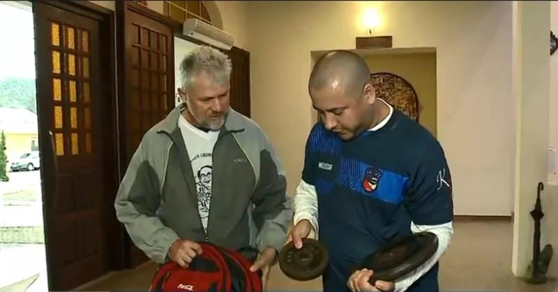 Pai carregou 12 kg este ano — Foto: NSC TV/Divulgação