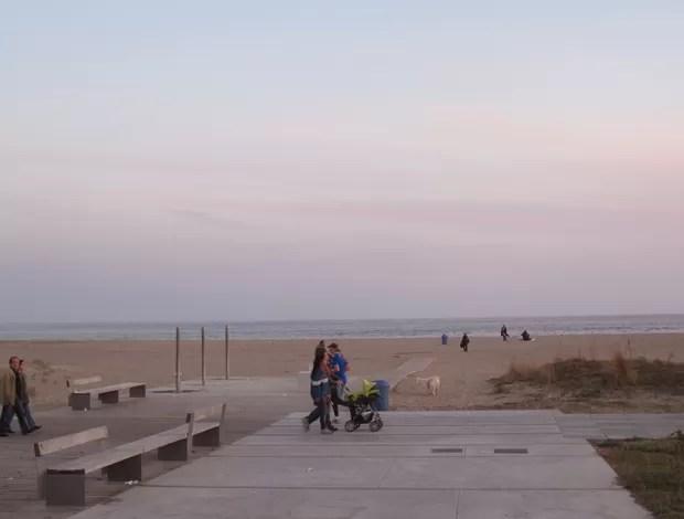 Parte da praia de Castelldefels onde R10 jogava futevôlei (Foto: Carlos Mota / Globoesporte.com)