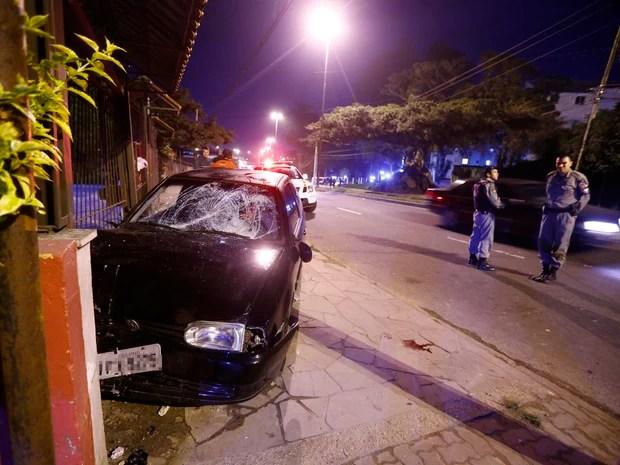Motorista atropela seis pessoas em Porto Alegre (Foto: Félix Zucco/Agência RBS)