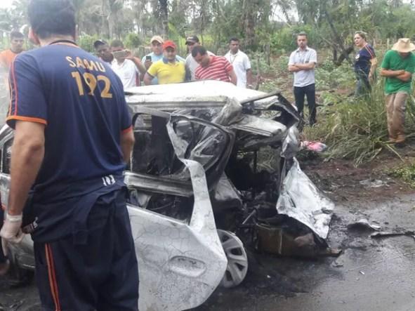 Motorista perdeu controle do veículo após passar por cima de um buraco na rodovia
