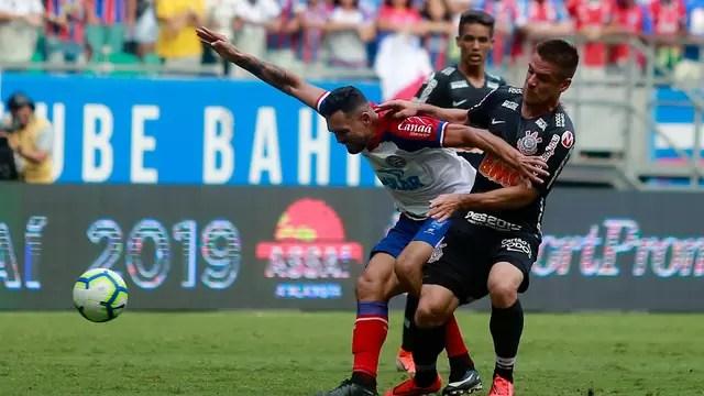 Gilberto recebe a marcação de Ramiro