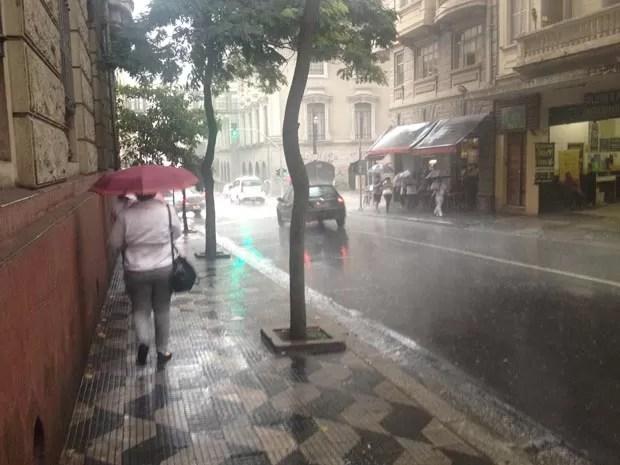 Chuva forte atingiu o Centro de São Paulo (Foto: Sttela Vasco/G1)