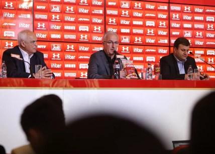 Presidente Leco, técnico Dorival Júnior e diretor Vinicius Pinotti planejam 2018 (Foto: Rubens Chiri / site oficial do SPFC)