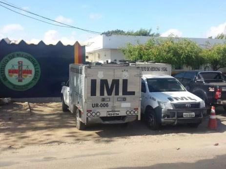 Corpos foram encaminhados para o IML de Petrolina (Foto: Isa Mendes/ TV Grande Rio)
