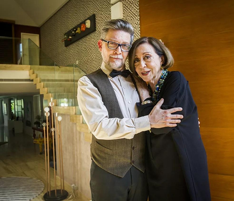 Dona Rosita tenta casar o filho de qualquer maneira no nono episódio de 'Mister Brau' (Foto: João Miguel Júnior / TV Globo)