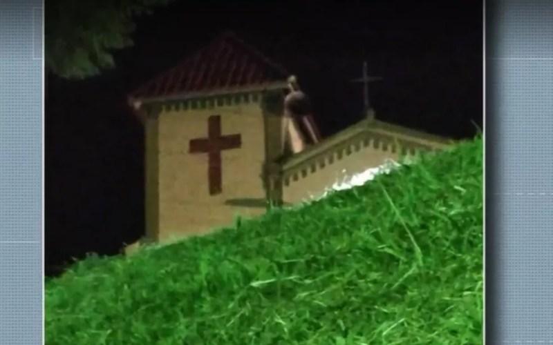 Crianças afirmam ter visto imagem de Nossa Senhora de Fátima em telhado de capela de Cristina, MG — Foto: Reprodução/EPTV