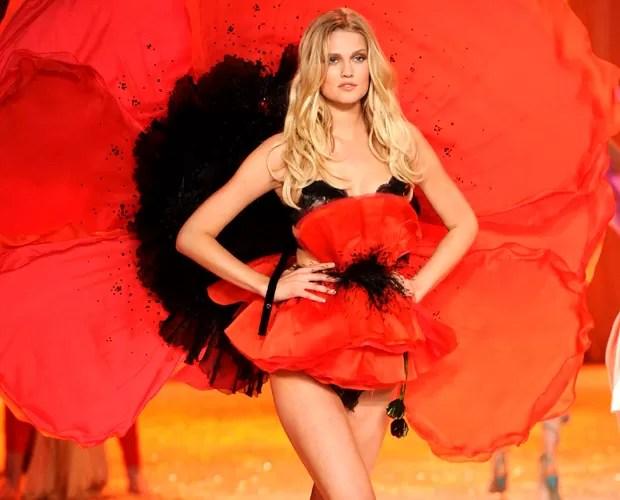 Toni Garrn na passarela do desfile anual da Victoria's Secret (Foto: Getty Images)