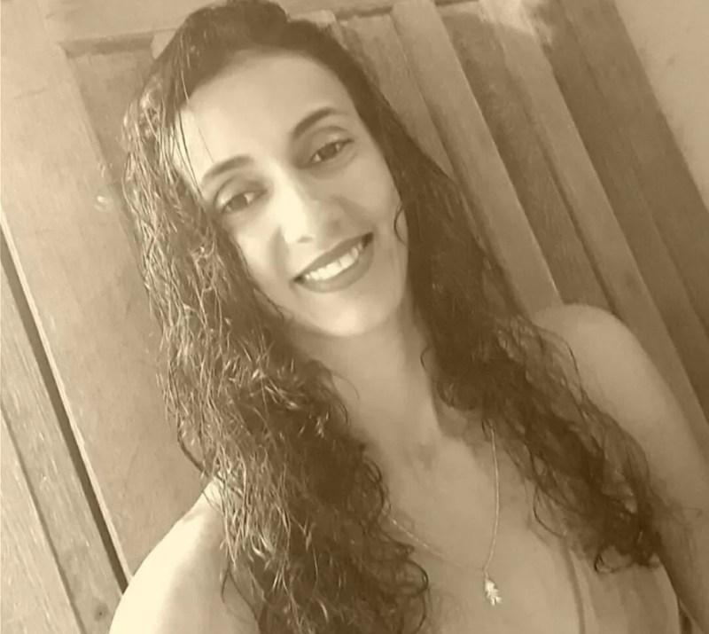 Izabel Aparecida do Amaral foi morta enquanto tomava banho (Foto: Facebook/Reprodução)