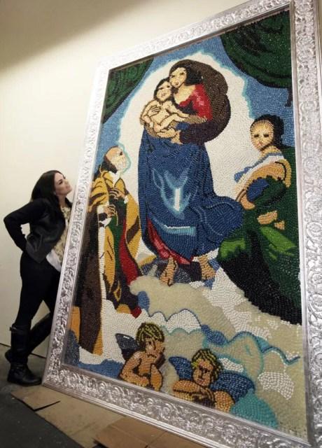 Jackie Sorkin com uma de suas criações (Foto: Reed Saxon/AP)