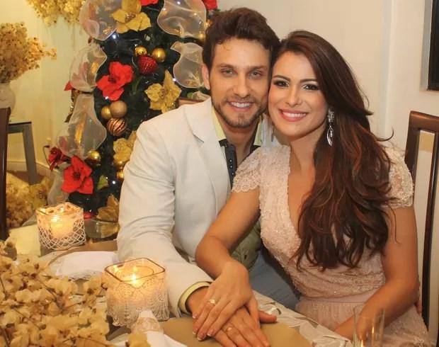 Ex-BBBs Kamilla Salgado e Eliéser Ambrósio ficam noivos em jantar