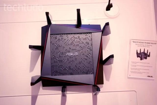 Antenas do roteador aumentam ganho de sinal (Foto: Fabrício Vitorino/TechTudo)